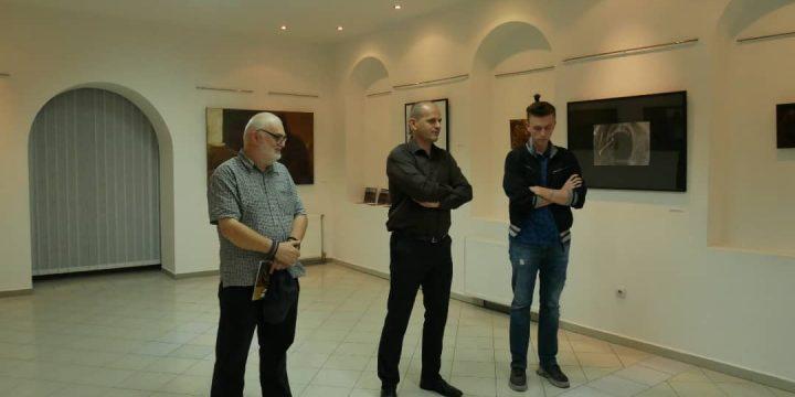 """Отворена изложба """"Свједоци у времену"""" Младена Мићића"""